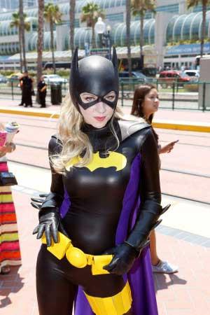 Batgirl by Briana Darling (photo: Kirk McCoy / via herocomplex.latimes ...  Comiccon